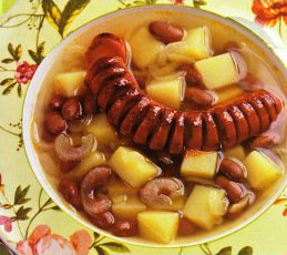 Фасолевый суп с печеными сосисками