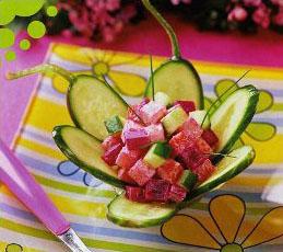 Салат со свеклой в огуречных корзиночках