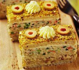 Тортики с сельдью и крабовыми палочками