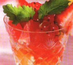 Десерт из грейпфрутов с клубникой