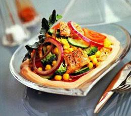 Рыбный салат с брокколи