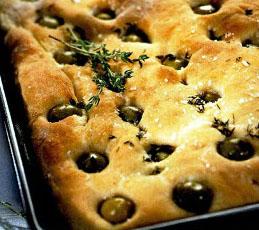 Фокачча с оливками и тимьяном