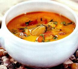 Холодный крем-суп из мидий и креветок с карри