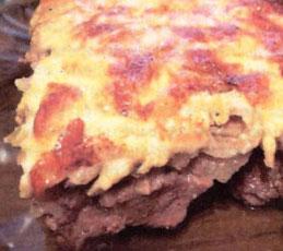 Картофель с мясом под грибным соусом