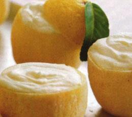 Лимонное мороженое в лимонах