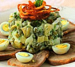 Оливье изысканный с языком, каперсами и перепелиными яйцами