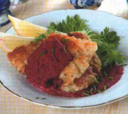 Рыбное филе под свекольным соусом