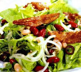 Салат из фасоли с сулугуни