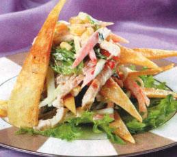 Салат с хрустящим лавашем и свининой