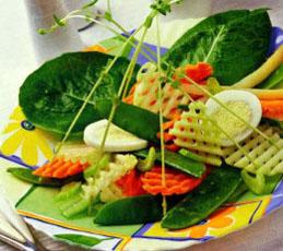 Салат с кольраби и зеленым горошком