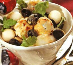 Салат с сырными орешками