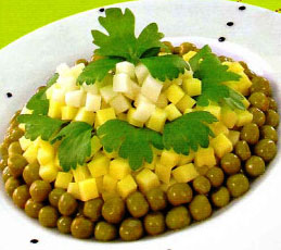 Салат с сыром и зеленым горошком