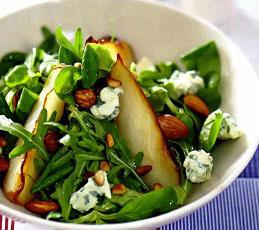 Салат с жаренными грушами и голубым сыром