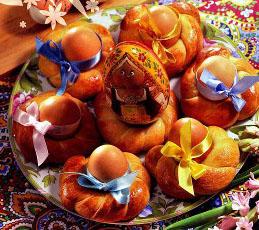 Булочки с пасхальными яйцами