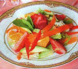 Салат с клубникой и морковью