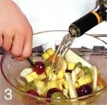 Фруктовый салат со сладким вином приготовление