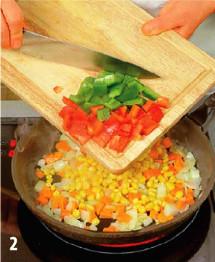 Горячий салат из моркови, кукурузы и перца приготовление