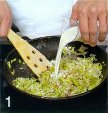Яйца в горшочках с луком-пореем приготовление