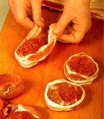 Медальоны из свинины с перечным соусом приготовление