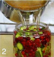 Огурцы, маринованные с клюквой приготовление