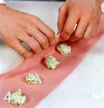 Розовые пельмени с творогом и зеленью приготовление
