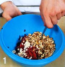 Рулет с орехово-свекольной начинкой приготовление