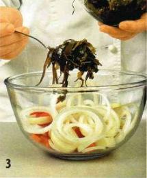 Салат из кальмаров и морской капусты приготовление