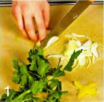 Салат с морской капустой и морепродуктами приготовление