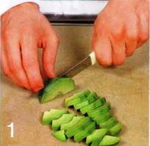 Салат из нектарин, авокадо и ветчины приготовление