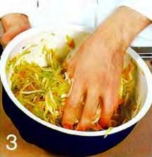 Салат из редьки с капустой и морковью приготовление