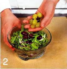 Салат с виноградом и кудрявым эндивием приготовление
