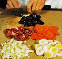 Зеленая чечевица с копченой колбасой приготовление