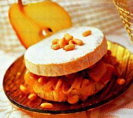Сыр бри с грушево-ореховой прослойкой