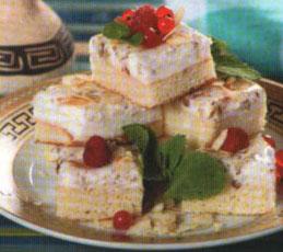 Творожное пирожное с орехами