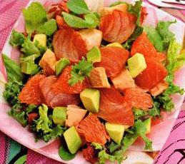 Зимний салат с копченой рыбой
