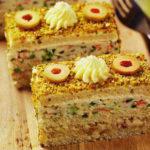Творожный десерт с шоколадом и ягодами