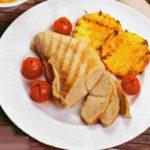 Овощной салат с гренками