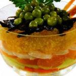 Оливье с двумя видами колбасы и яблоком