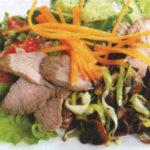 Зеленый салат с пормезановой заправкой